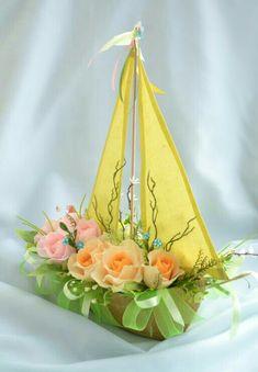 Handmade Flowers, Diy Flowers, Flower Decorations, Deco Floral, Floral Design, Flower Crafts, Flower Art, Boat Crafts, Chocolate Flowers Bouquet