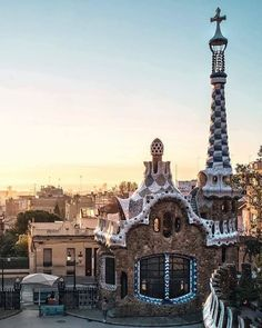 When in Barca, archi buffs make a beeline for #Gaudí's Park Güell. 📷via @fotopolly #LUXELoves. Take me to http://luxecityguides.com