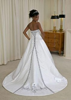 A line Princess Strapless Chapel Train  wedding dress for brides 2010 style(WDA0139)