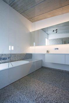 Gallery of Concrete House Organized Around a Central Courtyard / CLAUWERS & SIMON architectes - 14