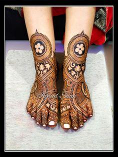 #bridal #legs #cutwork #henna #mehendi #designs #kinjalmehndiart #legs #hennadesign #fancy