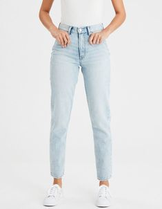 Shop American Eagle for Women's High-Waisted Jeans that look as good as they feel. Browse jeggings, skinny jeans, Curvy jeans and more in the high-waisted fit you love. Outfit Jeans, Light Jeans Outfit, American Eagle Jeans, American Eagle Boyfriend Jeans, American Eagle Outfits, Minimalist Outfit, Ripped Jeans, Skinny Jeans, Women's Jeans
