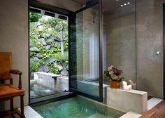 What a bathing experience. Shower then soak.  Gorgeous view.  Badrum utöver det vanliga – 14 lyxiga hemma-spa - Sköna hem