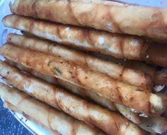 Heerlijke yufka sigaartjes met feta kaas, oftewel sigara börek #loveturkishfood! Simpel hapje voor bij de harira en echt super lekker!