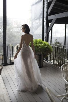 Florence: Riki Dalal Wedding Dress Collection 2018