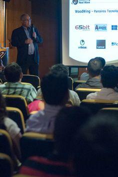 Antonio Lapa, Diretor da EPYX Soluções Editoriais, apresenta parceiros tecnológicos da WoodWing durante a abertura da Next Wave Tour 2012 - São Paulo. Foto: Guido Peters.