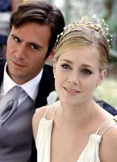 Pin for Later: The Ultimate Movie and TV Weddings Gallery The Wedding Date Much to her sister Kat's (Debra Messing) chagrin, Amy (Amy Adams) is one adorable bride. Best Wedding Makeup, Natural Wedding Makeup, Jennifer Aniston, Scarlett Johansson, Amy Adams Style, Cinema Tv, Plus Tv, Wedding Movies, Wedding Stuff