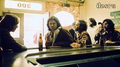 Cuatro chicos de California con influencia del rock 'n' roll, blues y jazz formaron en 1965 un fenómeno mundial del rock: la historia de The Doors incluye