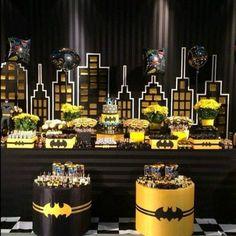 M - Batman Decoration - Ideas of Batman Decoration - M o n i q u e. Batgirl Party, Lego Batman Party, Batman Birthday, Superhero Party, Birthday Bash, Birthday Parties, Batman Party Decorations, Batman Party Supplies, Batman Wedding