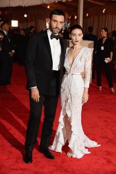 Todas las fotos de celebrities y de alfombra roja de la gala del MET 2013: Riccardo Tisci y Rooney Mara de Givenchy
