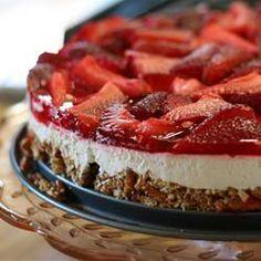 <Strawberry Jello Pretzel Dessert Recipe- One of my favorite recipes growing up! Strawberry Jello Pretzel Dessert Recipe- One of my favorite recipes growing up! Jello Pretzel Desserts, Köstliche Desserts, Dessert Recipes, Potluck Recipes, Salad Recipes, Summer Desserts, Potluck Ideas, Dessert Healthy, Summer Fruit