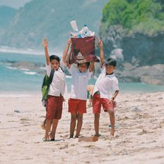 Clean up in Lombok w/ Ecobalirecycle and the lovely people from Lombok