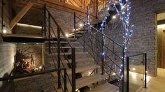 Création artisanal d'un escalier acier-bois-verre 100 % sur mesure dans un chalet en Haute Savoie (74)