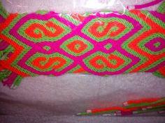 cargadera de mochilas Tapestry Bag, Friendship Bracelets, Elsa, Braids, Weaving, Crochet, Ideas, Braid, Knit Bag