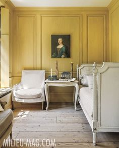 Home Interior Classic Rustic, Vintage, Shabby Charm December 2018 Classic Interior, French Interior, Yellow Interior, Interior And Exterior, French Daybed, Ivy House, Interior Decorating, Interior Design, French Country Decorating