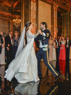Swedish Royal Family October 2016 Photo Challenge: [Day Favourite moment from a Swedish Wedding. Princess Sofia Of Sweden, Princess Victoria Of Sweden, Crown Princess Victoria, Royal Wedding Gowns, Royal Weddings, Wedding Dresses, Prince Carl Philip, Princesa Victoria, Swedish Wedding