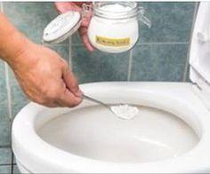 Aprenda aqui a eliminar rapidamente o cheiro de xixi no sofá, cama e banheiro! - Dicas do Mundo Feminino Baking Soda Cleaning, Toilet Cleaning, Cleaning Solutions, Cleaning Hacks, Cleaning Supplies, Homemade Bathroom Cleaner, Cleaning Agent, Household Chores, Natural Cleaners