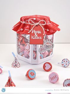 Hugs-Kisses-Candy-Jar-by-Annie-Williams-Main-3 copy   good tutorial for using knife tool