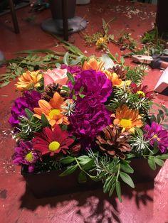 Firkantet dekorasjon laget med (for det meste) resteblomster My Flower, Flowers, Plants, Plant, Royal Icing Flowers, Flower, Florals, Floral, Planets