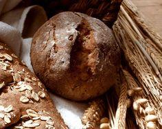 Vollkornbrötchen mit Zwiebeln und Speck | http://eatsmarter.de/rezepte/vollkornbroetchen-mit-zwiebeln-und-speck