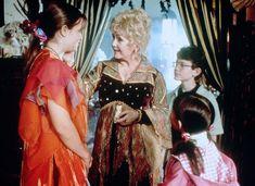 90s Halloween Movies that Make us feel super nostalgic - #halloween #halloweenmovies #90s #90smovies #90shalloween Disney Channel Original, Original Movie, 90s Movies, Disney Movies, Classic Halloween Movies, Debbie Reynolds, Halloween Town, Favorite Holiday, Celebrities
