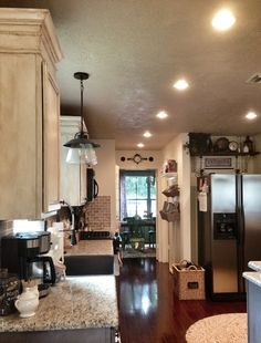 Love the light over the sink. I never ever like light colored cabinets, but I LOVE this kitchen! Kitchen Design, Kitchen Decor, Nice Kitchen, Beautiful Kitchen, House Beautiful, Kitchen Layout, Kitchen Ideas, Bungalow, Dream Rooms