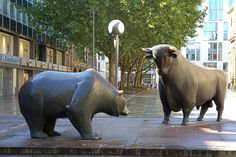 Statues representing the bear and bull financial markets.