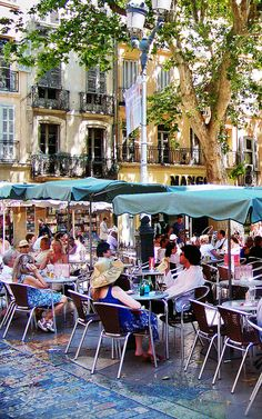 Aix en Provence cafe3 by photoartbygretchen, via Flickr La Provence France, Aix En Provence, Paris France, Le Cannet, Voyage Europe, Southern France, French Countryside, French Riviera, Beautiful Places To Visit