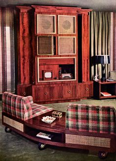 Decor Television room, 1949 Design: William Pahlmann - Look how tiny the TV is Mid Century Living Room, Mid Century Decor, Mid Century House, Retro Living Rooms, Living Vintage, Tv Decor, Furniture Decor, 1940s Home, 1950s Decor