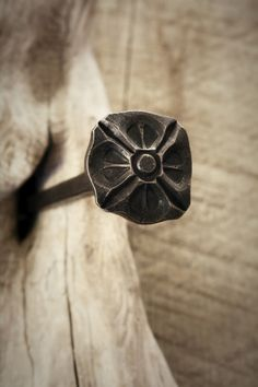 Jakob Faram likes forging giant decorative nails Blacksmith Workshop, Blacksmith Forge, Blacksmith Projects, Metal Projects, Metal Crafts, Blacksmithing Ideas, La Forge, Metal Art, Metal Tools