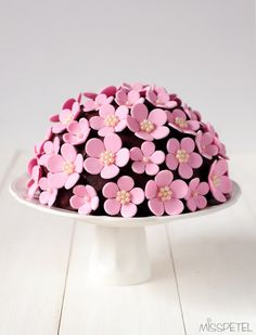 MISSPETEL: Pretty Cake with Fondant Flowers