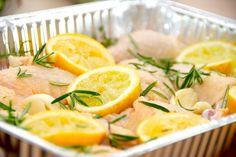 Se den lækre opskrift på citronkylling, hvor kyllingen parteres og ovnsteges sammen med økologiske citroner, hvidløg og rosmarin. Citronkylling steges cirka 40 minutter i ovnen, og er en moderne ud…