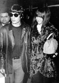 Mick Jagger, left, singer in The Rolling Stones and girlfriend Chrissie Shrimpton arriving at John F. Kennedy Airport in New York, USA on Thursday, Feb. Chrissie Shrimpton, Jean Shrimpton, Mick Jagger Wife, Kennedy Airport, John F Kennedy, Steven Tyler, Aerosmith, Rolling Stones, Style Icons