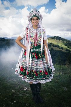Brides of Slovakia - Pictures of lost world Ethnic Outfits, Ethnic Dress, Fashion Outfits, Costumes Around The World, Folk Clothing, Beauty Around The World, Folk Costume, Ethnic Fashion, Vintage Ladies