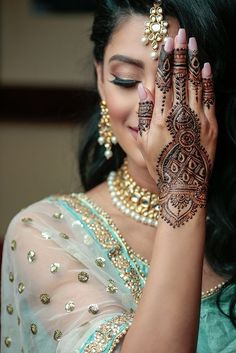 If you are looking for bridal mehndi designs for your wedding, then check out these top 30 mehandi images for some inspiration. Right from a simple mehndi design to an elaborate bridal henna design, you'll find it in here! Mehendi Photography, Indian Wedding Couple Photography, Bride Photography, Photography Ideas, Latest Bridal Mehndi Designs, Mehandi Designs, Mehandi Images, Hena Designs, Latest Mehndi