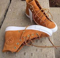 Converse Chuck Taylor All Star Craft Leather Hi-Tops Mode Converse, Converse Sneakers, Sneakers Fashion, Fashion Shoes, Polo Fashion, Cute Shoes, Me Too Shoes, Men's Shoes, Shoe Boots