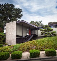 Modernist House by Chimay Bleue, via Flickr