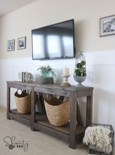 37 Farmhouse Style DIY Console Table Plans – Farmhouse Room - Things to build - Farmhouse Table Plans, Modern Farmhouse Table, Farmhouse Furniture, Farmhouse Style, Country Furniture, Diy Entryway Table, Entry Tables, Accent Tables, Side Tables