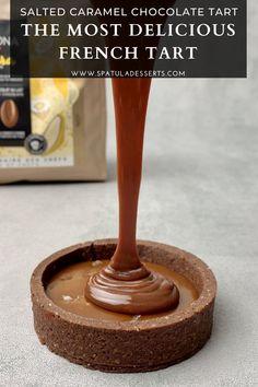 Salted Caramel Chocolate Tart, Caramel Ganache, Chocolate Caramels, Chocolate Desserts, Chocolate Ganache Tart, Chocolate Tarts, Delish Cakes, Dessert Presentation, Ganache Recipe