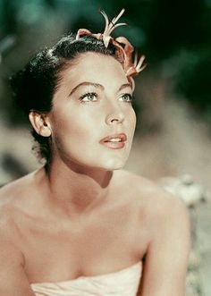Ava Gardner .... I wish I was 1/3 this beautiful with minimum makeup and my hair pinned up!.. Ava was one beautiful woman..