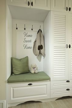 Classy Shabby Chic Bedroom Dresser Ideas 3 Wonderful Useful Ideas: Shabby Chic Living Room Leather shabby chic salon chair. Shabby Chic Office Decor, Shabby Chic Salon, Casas Shabby Chic, Shabby Chic Living Room, Shabby Chic Kitchen, Shabby Chic Homes, Shabby Chic Furniture, Dark Furniture, Office Furniture
