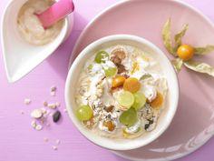 Sanddorn-Quark-Müsli - mit Trauben und Physalis - smarter - Kalorien: 420 Kcal - Zeit: 15 Min. | eatsmarter.de Quark und Müsli sind der perfekte Frühstück.