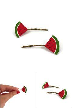 Lot de 2 épingles à cheveux fantaisie en forme de tranches de pastèque triangulaires - Accessoires de coiffure réalisés sur commande par @savousepate à partir de plastique recyclé (CD) - Idée cadeau femme
