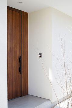 この写真「外観」はfeve casa の参加建築家「吉川直行/吉デザイン設計事務所 一級建築士事務所」が設計した「いわでの家」写真です。「木質,白系」に関連する写真です。「外観が見たい 」カテゴリーに投稿されています。