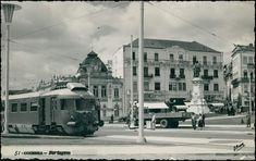 Largo da Portagem, automotora atravessando a cidade