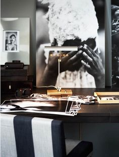 Black and white office inspiration Scandinavian Interior, Scandinavian Style, Office Decor, Home Office, Black And White Office, Workspace Design, Interior Decorating, Interior Design, Getting Old