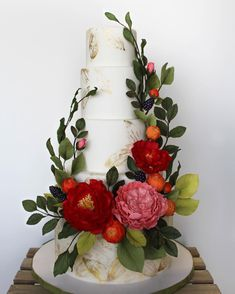the cake's abundance of brightly colored sugar florals and greenery, we brought an organic, whimsical feel to the Winery Romance theme. Hand-painted gold leaves
