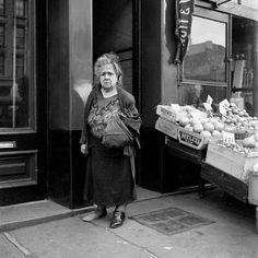 Vivian Maier - Street Vendor, NYC, 1950