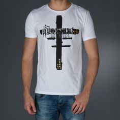 T-shirt with wide collar.Big print on front tone on tone.Studs application on front.  € 34.90 SALE > € 22.90