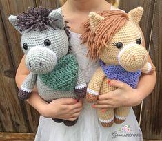 Amigurumi Hedgehogs - A Free Crochet Tutorial - Grace and Yarn Crochet Eyes, Crochet Yarn, Free Crochet, Ravelry Crochet, Crochet Slippers, Easy Crochet, Amigurumi Patterns, Amigurumi Doll, Crochet Patterns